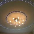 Ожерелье из светодиодов вокруг люстры,