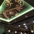 Цветы на потолке в кафе Шоколадница